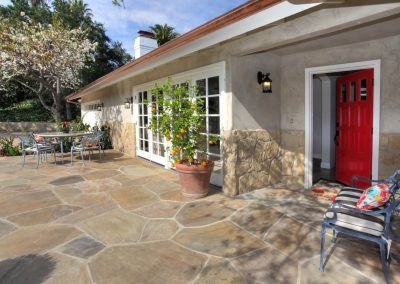 Frontflagstone Patio